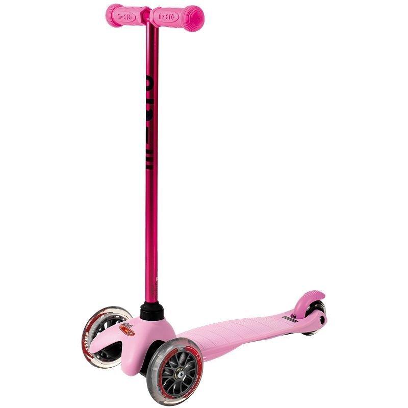 Mini Micro CandyНадежный детский самокат Mini Micro Candy не только разнообразит прогулки вместе с вашим ребенком, но и поможет малышу вырасти активным и здоровым. Два передних колеса диаметром 120 мм и одно заднее 80 мм делают самокат устойчивым и легко управляемым. Высота руля фиксированная и равна 67 см. Размеры платформы: 30 см. Общий вес самоката - 1,9 кг. Модель разработана для детей возрастом от 1,5 до 5 лет и рассчитана на максимальную нагрузку в 20 кг. Цвет: голубой, розовый, фиолетовый.<br>