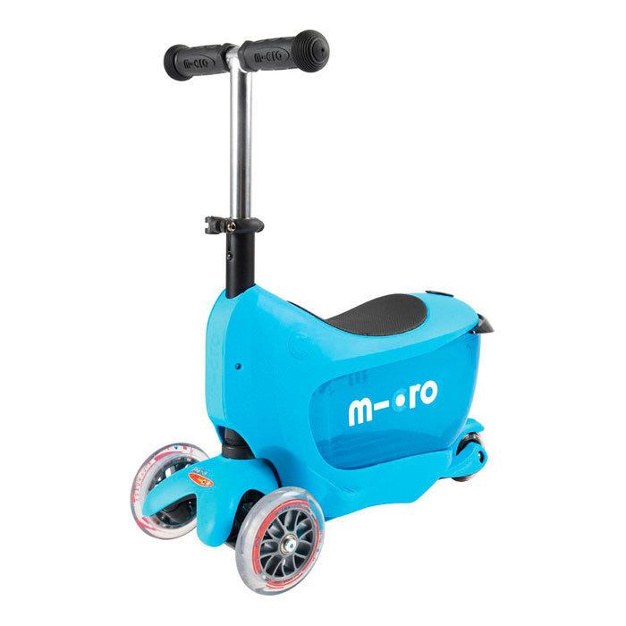 2GoКомпактный детский самокат Mini 2Go предоставит вашему ребенку потрясающий уровень комфорта и удобства, поэтому прогулки на свежем воздухе продлятся чуть дольше обычного. Конструкцию Mini 2Go дополняют специальное сиденье длиной 30 см и высотой 35 см, а также выдвижной прозрачный ящик для хранения игрушек, но при необходимости эти дополнительные детали можно снять и использовать его как обычный самокат. Руль регулируется по высоте от 42 до 57 см. Размеры платформы: 32х11 см. Спереди установлены два полиуретановых колеса диаметром 120 мм, сзади - одно диаметром 80 мм. Подшипники — ABEC 5. Весит самокат 3,6 кг и выдерживает нагрузке в 20 кг. Цвет: синий, розовый.<br>