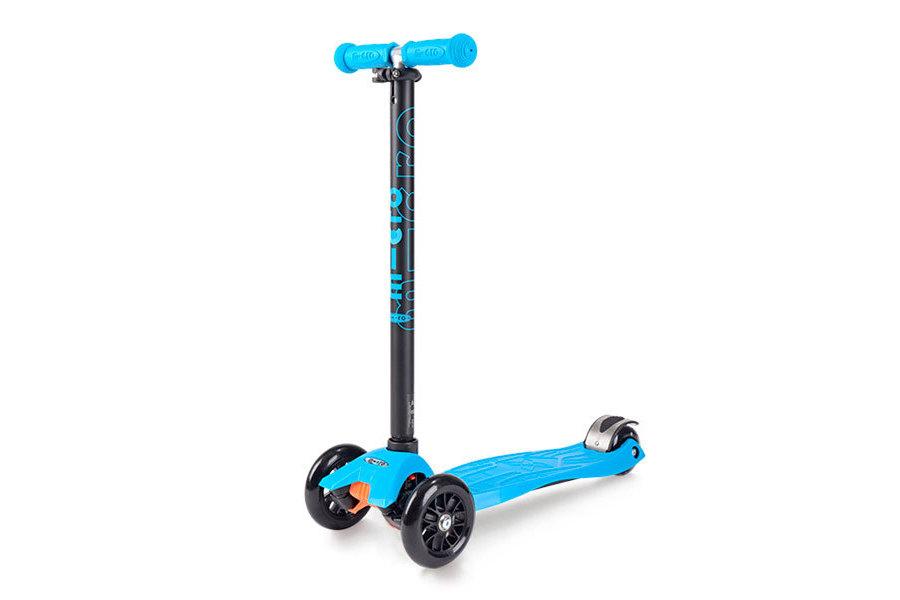 Maxi Micro TПопулярный детский самокат Maxi Micro T подарит вашему ребенку массу позитивных впечатлений и сделает его прогулки активными. Модель разработана для возрастной категории от 4 до 12 лет. Конструкция состоит из широкой пластиковой платформы размерами 33х14 см, регулируемого по высоте (67-92 см) T-образного руля из алюминиевого сплава и полиуретановых колес диаметром 120 мм спереди и 80 мм сзади. Подшипники - ABEC 5. Максимально допустимая нагрузка - 50 кг. Вес конструкции - 2,5 кг. Цвет: белый, желтый, зеленый, красный, розовый, синий, фиолетовый.<br>