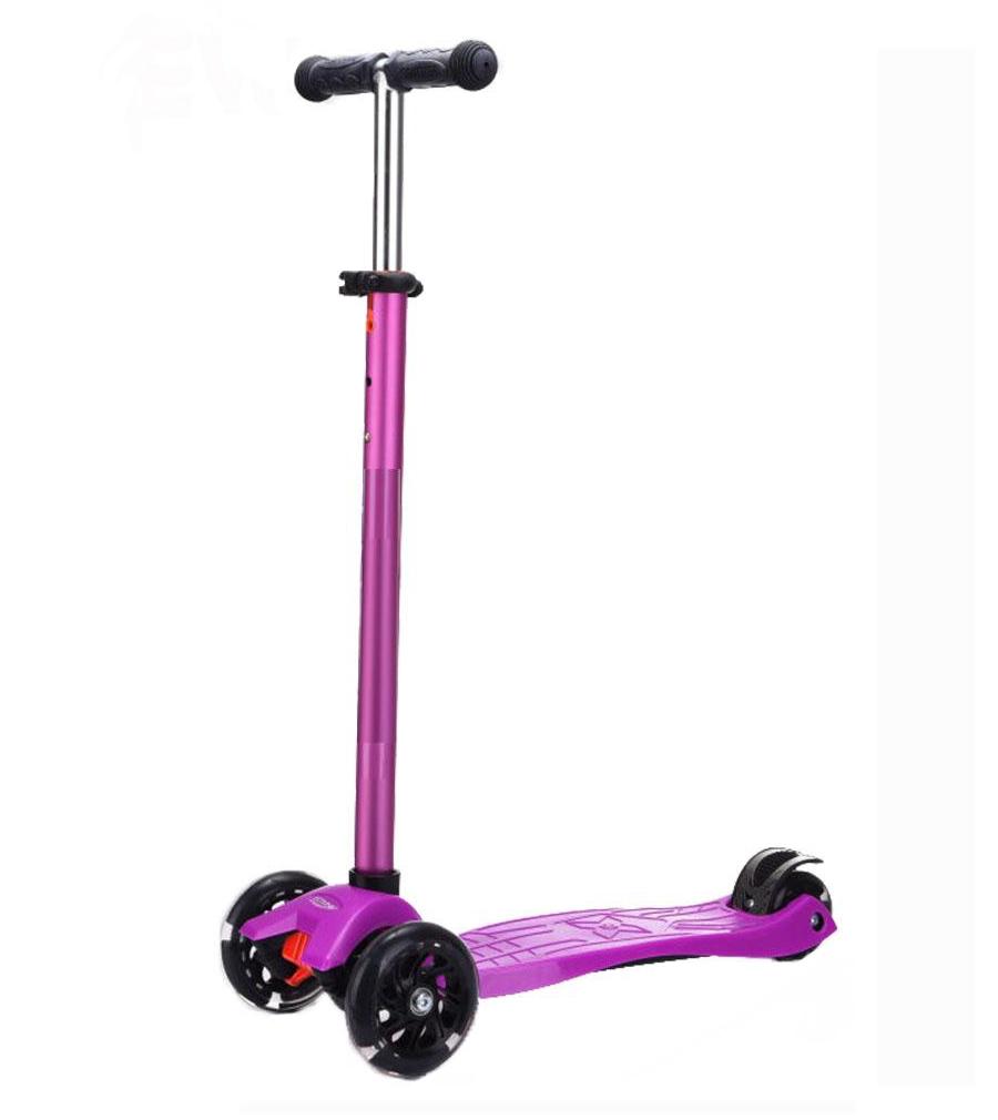 RileyСамокат Explore Riley поможет вашему ребенку освоить новый увлекательный способ передвижения и сделает прогулку на свежем воздухе активной и полезной. Платформа самоката изготовлена из прочного пластика с антискользящей поверхностью и по размерам равна 40х13 см. К ней крепится алюминиевый руль, который регулируется по высоте до 88 см. Спереди установлены два больших светящихся колеса диаметром 110 мм, сзади одно маленькое диаметром 80 мм. Трехколесная конструкция делает самокат устойчивым и управляемым. Максимальная грузоподъемность: до 40 кг. Выпускаемые цвета: голубой, зеленый, фиолетовый.<br>