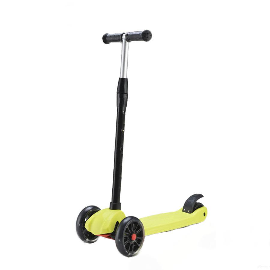 SigmaСамокат Explore Sigma - это качественная трехколесная модель со светящимися колесами, разработанная для детей возрастом от 6 лет. Грузоподъемность конструкции: до 50 кг. Платформа самоката выполнена из пластика. Полезная площадь деки составляет 47х13 см. Руль комплектуется мягкими резиновыми грипсами и по высоте равен 82 см. Спереди установлены два колеса диаметром 140 мм, сзади - 90 мм. Колеса выполнены из полиуретана жесткостью 78А, укомплектованы подшипниками ABEC 7. Тормоз - заднее крыло. Вес самоката - 2,5 кг. Цвет: зеленый, оранжевый, фиолетовый.<br>
