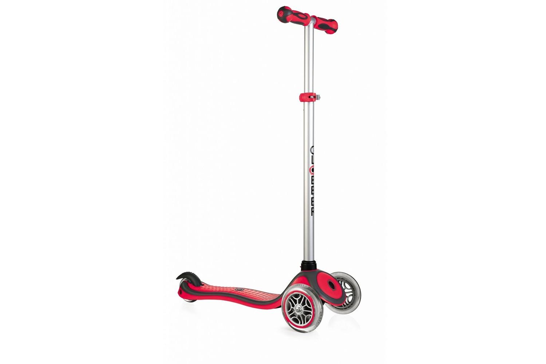 Primo PlusСамокат Globber Primo Plus - это популярная детская модель, выполненная на высочайшем уровне качества. Дека самоката изготовлена из двухкомпонентного армированного нейлона, ребристая поверхность которого исключает проскальзывание ботинка. Размер платформы - 12х32 см. Руль самоката съемный, высота регулируется в 3-х позициях от 67,5 до 77,5 см. Спереди установлены большие колеса диаметром 121 мм, сзади - одно маленькое 80 мм. Они изготовлены из полиуретана и оснащены прочными подшипниками ABEC 5. Для комфортного обучения предусмотрена кнопка блокировки поворота передних колес. Тормоз - заднее крыло. Самокат выдерживает нагрузку до 50 кг. Общий вес - 2,2 кг.<br>