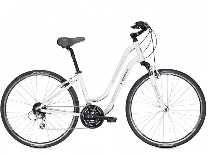 Verve 3 WSD (2014)Комфортабельный женский велосипед с оборудованием предпрофессионального класса Shimano, 24 скорости. Технические особенности: алюминиевая рама Alpha Gold Aluminum, амортизационная вилка SR Suntour NEX, двойные обода Bontrager AT-750, надежные ободные тормоза Tektro alloy linear-pull. Подходит для прогулочной езды по шоссе и ровным проселочным дорогам. Диаметр колес - 28 дюймов.<br><br>Рама: Alpha Gold Aluminium<br>Вилка: SR Suntour NEX, preload adjustable, 50mm travel<br>Манетки: Shimano Altus, 8 speed<br>Тормоза: Tektro alloy linear-pull brakes<br>Передний переключатель: Shimano M191<br>Задний переключатель: Shimano Alivio<br>Передняя втулка: Formula FM21 alloy front hub<br>Задняя втулка: Shimano RM30 alloy rear hub<br>Система: Suntour NEX, 48/38/28 w/chainguard<br>Кассета: Shimano HG31 11-32, 8 speed<br>Педали: Dual-density platform<br>Рулевая колонка: 1-1/8 threadless, semi-integrated, semi-cartridge bearings<br>Вынос: Alloy, adjustable rise<br>Руль: Alloy, 50mm rise, 15 degree sweep<br>Подседельный штырь: Alloy, adjustable suspension, 27.2mm<br>Седло: Bontrager Boulevard WSD<br>Обода: Bontrager AT-750 32-hole double-walled rims<br>Покрышки: Bontrager H5 Hard-Case Ultimate, 700x35c<br>Цвета выпускаемые: Crystal White, Gunmetal<br>Размеры выпускаемые: 13, 16, 19