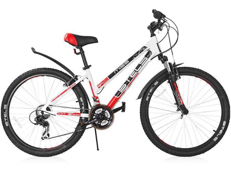 Miss 6000 V (2016)Женский велосипед начального уровня с навесным оборудованием Shimano, 18 скоростей. Технические особенности: прочная алюминиевая рама, амортизационная вилка, двойные алюминиевые обода, надежные ободные тормоза RADIUS V-brake, пластиковые крылья. Подходит для прогулочной езды по различным дорогам. Диаметр колес - 26 дюймов. Вес - 14,8 кг.<br><br>Рама: алюминий<br>Вилка: стальная, амортизированная<br>Манетки: SL-RS35, SHIMANO<br>Тормоза: RADIUS, V-brake, алюминий<br>Передний переключатель: FD-TY10, SHIMANO Tourney<br>Задний переключатель: RD-TX35, SHIMANO Tourney<br>Передняя втулка: KT, сталь<br>Задняя втулка: KT, сталь<br>Каретка: картридж<br>Кассета: MF-TZ20, SHIMANO, 14-28 зубьев, 6ск.<br>Шатун: PROWHEEL, сталь, 22/32/42 зубьев<br>Педали: пластик<br>Рулевая колонка: сталь<br>Седло: CIONLLI<br>Обода: алюминий, двойные<br>Покрышки: H-5119, CHAOYANG, 26