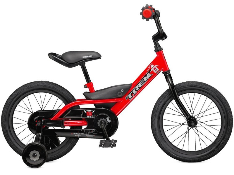 Jet 16 (2016)Велосипед, предназначенный для детей в возрасте от трех до шести лет, без переключения передач. Технические особенности: стальная рама high-tensile steel, жесткая вилка high-tensile steel, одинарные алюминиевые обода, ножные педальные тормоза, защита цепи, съемные боковые колесики. Подходит для обучения и легких прогулок. Диаметр колес - 16 дюймов. Вес - 10,9 кг.<br><br>Рама: 16<br>Вилка: Dialed 16<br>Передняя втулка: Steel<br>Задняя втулка: Coaster brake<br>Система: Dialed 3.5<br>Педали: Dialed 1/2<br>Рулевая колонка: Adjustable ball bearing<br>Вынос: Quill, two bolt<br>Руль: Dialed 16<br>Седло: Dialed 16<br>Обода: 16<br>Покрышки: Bontrager Dialed 16x1.75<br>Цвета выпускаемые: красный, черный/оранжевый<br>Размеры выпускаемые: 16