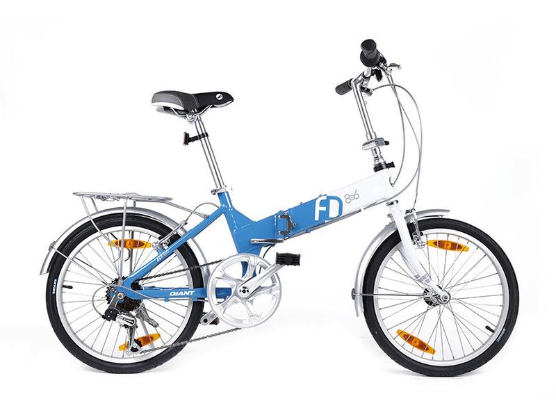 FD-806 (2016)Складной велосипед для жителей большого города с оборудованием начального класса Shimano, 6 скоростей. Технические особенности: алюминиевая рама ALUXX-Grade Aluminum, жесткая вилка High-Tensile Chromoly Steel, одинарные обода Giant Alloy, надежные ободные тормоза Direct Pull, стальные крылья, багажник. Подходит для прогулочного катания в городских условиях. Диаметр колес - 20 дюймов. Вес - 14,3 кг.<br><br>Рама: ALUXX-Grade Aluminum<br>Вилка: High-Tensile Chromoly Steel<br>Манетки: Shimano Tourney SL-RS45<br>Тормоза: Direct Pull<br>Задний переключатель: Shimano Tourney RD-TY21<br>Передняя втулка: Alloy<br>Задняя втулка: Alloy<br>Система: Alloy crank, 52T Chainring<br>Каретка: Cartridge<br>Кассета: Shimano MF-TZ21 14-24, 6s<br>Цепь: BN181<br>Педали: Folding<br>Вынос: Alloy Folding<br>Руль: Alloy, 31.8<br>Подседельный штырь: Alloy 29.2<br>Седло: Giant Comfort<br>Обода: Giant Alloy<br>Спицы: Stainless Steel<br>Покрышки: Kenda K1001, 20x1.5<br>Цвета выпускаемые: красный, синий, желтый<br>Размеры выпускаемые: One Size Fits Most