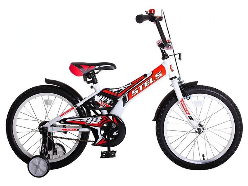 Jet 18 (2017)Велосипед, предназначенный для детей в возрасте от четырех до восьми лет, без переключения передач. Технические особенности: прочная стальная рама, жесткая вилка, одинарные стальные обода, передний тормоз - ручной, задний - ножной, съемные боковые колесики, полная защита цепи, мягкие накладки на руле, звонок, стальные крылья. Подходит для обучения и легких прогулок. Диаметр колес - 18 дюймов. Вес - 11,3 кг.<br><br>Рама: Сталь<br>Вилка: Жесткая, сталь<br>Тормоза: Передний: ручной клещевой, задний: ножной<br>Система: Сталь<br>Каретка: Сталь<br>Педали: Пластик<br>Вынос: Сталь<br>Руль: Сталь<br>Подседельный штырь: Сталь<br>Седло: Stels, детское<br>Обода: Одинарные, сталь<br>Покрышки: 18?<br>Цвета выпускаемые: белый/красный, белый/оранжевый, белый/фиолетовый<br>Размеры выпускаемые: Один размер