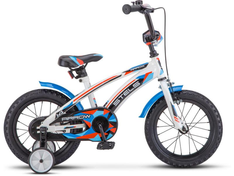 Arrow 14 (2017)Велосипед, предназначенный для детей в возрасте от двух до четырех лет, без переключения передач. Технические особенности: прочная стальная рама, жесткая вилка, одинарные стальные обода, передний тормоз - ручной клещевой, задний - ножной, стальные крылья, полная защита цепи, мягкая накладка на руле, съемные боковые колеса, звонок. Подходит для обучения и легких прогулок. Диаметр колес - 14 дюймов. Вес - 10,2 кг.<br><br>Рама: Сталь<br>Вилка: Жесткая, сталь<br>Тормоза: Передний: ручной клещевой, задний: ножной<br>Каретка: Сталь<br>Педали: Пластик<br>Рулевая колонка: Сталь<br>Вынос: Сталь<br>Руль: Сталь<br>Подседельный штырь: Сталь<br>Седло: Stels, детское<br>Обода: Одинарные, сталь<br>Спицы: Сталь<br>Покрышки: 14?<br>Цвета выпускаемые: голубой<br>Размеры выпускаемые: Один размер