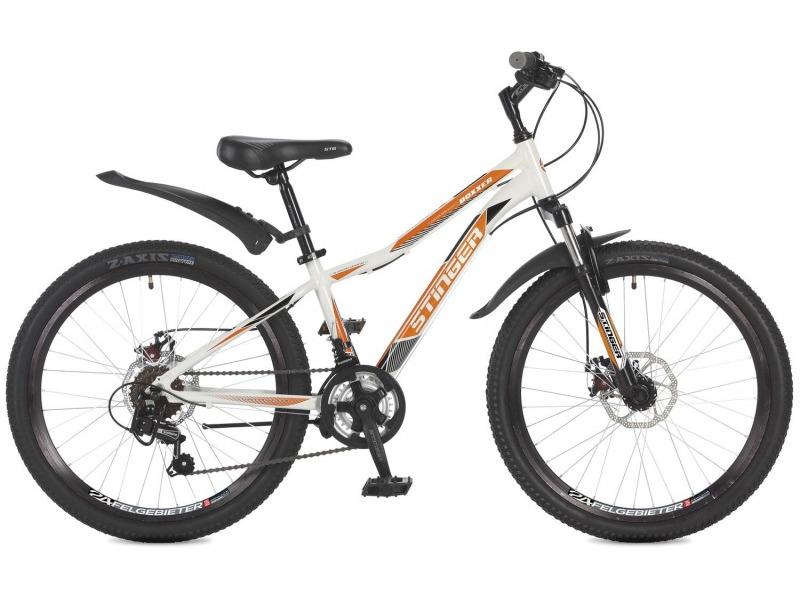 Boxxer D 24 (2017)Велосипед, предназначенный для детей в возрасте от восьми до тринадцати лет, с оборудованием начального класса Shimano, 12 скоростей. Технические особенности: легкая алюминиевая рама, амортизационная вилка Stinger SSS-721B, двойные обода Felgebeiter HAC-2, дисковые механические тормоза STG DSC-910, подножка. Подходит для прогулочного катания по различным дорогам и пересеченной местности. Диаметр колес - 24 дюйма.<br><br>Рама: Алюминий<br>Вилка: Stinger SSS-721B/99x; ход 50мм; стойки 25.4мм<br>Манетки: Microshift TS-38; куркового типа; 2x6ск.<br>Тормоза: STG DSC-910; дисковые механические<br>Передний переключатель: Shimano Tourney TZ30<br>Задний переключатель: Shimano Tourney<br>Передняя втулка: STG A25; дисковые; стальные; эксцентрик/гайки<br>Задняя втулка: STG A25; дисковые; стальные; эксцентрик/гайки<br>Система: Stinger FCM; 152мм; 38/28t<br>Каретка: Neco B906; полукартридж<br>Кассета: Sunway SW-608; 6ск. 14-28<br>Цепь: Taya TS-70<br>Педали: Feimin FP807; пластик<br>Рулевая колонка: Neco<br>Вынос: Stinger 511; длина 90мм; для резьбовой р/к<br>Руль: Стальной райзер; 25.4мм х 580мм<br>Подседельный штырь: Stinger стальной; 27.2мм<br>Седло: STG<br>Обода: Felgebeiter HAC-2; двойные<br>Покрышки: Z-Axis 786 24x2.0?<br>Цвета выпускаемые: белый/оранжевый<br>Размеры выпускаемые: 12.5, 14?