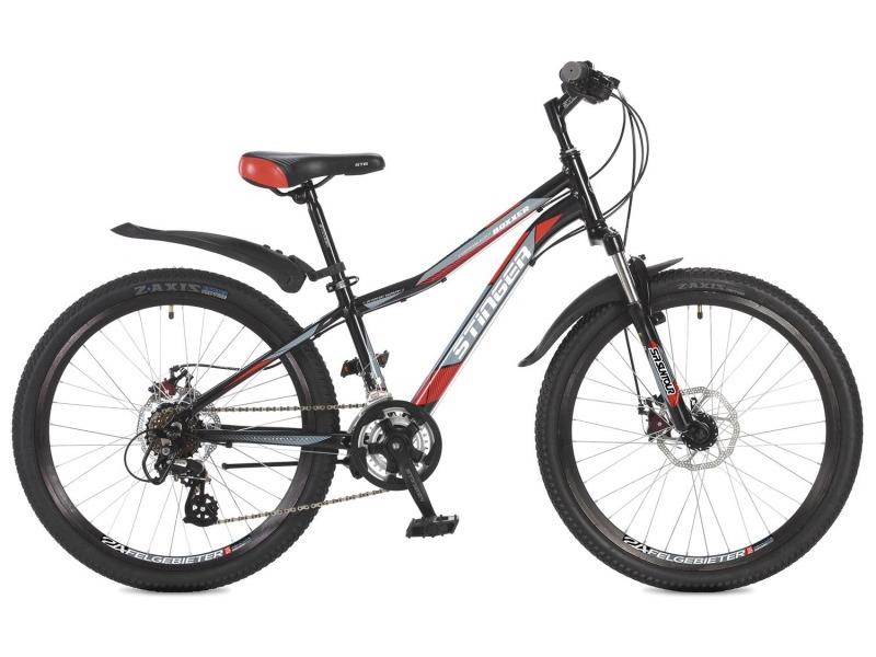 Boxxer D 2.0 24 (2017)Велосипед, предназначенный для детей в возрасте от восьми до тринадцати лет, с оборудованием любительского класса Shimano, 14 скоростей. Технические особенности: легкая алюминиевая рама, амортизационная вилка Suntour M3020, двойные обода Felgebeiter HAC-2, дисковые механические тормоза STG DSC-910, подножка. Подходит для прогулочного катания по различным дорогам и пересеченной местности. Диаметр колес - 24 дюйма.<br><br>Рама: Алюминий<br>Вилка: Suntour M3020; ход 63мм; прелоад<br>Манетки: Microshift TS-38; куркового типа; 2x7ск.<br>Тормоза: STG DSC-910; дисковые механические<br>Передний переключатель: Shimano Tourney FD-TY500<br>Задний переключатель: Shimano Altus<br>Передняя втулка: STG A25; дисковые; стальные; эксцентрик/гайки<br>Задняя втулка: STG A25; дисковые; стальные; эксцентрик/гайки<br>Система: Stinger FCM; 152мм; 38/28t<br>Каретка: Neco B906; полукартридж<br>Кассета: Shimano Tourney MF-TZ21; 7ск. 14-28<br>Цепь: Taya TS-80<br>Педали: Feimin FP807; пластик<br>Рулевая колонка: Neco<br>Вынос: Stinger 511; длина 90мм; для резьбовой р/к<br>Руль: Стальной райзер; 25.4мм х 580мм<br>Подседельный штырь: Stinger стальной; 27.2мм<br>Седло: STG<br>Обода: Felgebeiter HAC-2; двойные<br>Покрышки: Z-Axis 786 24x2.0?<br>Цвета выпускаемые: черный/серый<br>Размеры выпускаемые: 12.5, 14?