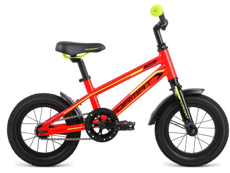 Kids Boy 12 (2017)Велосипед, предназначенный для детей в возрасте от полутора до трех лет, без переключения передач. Технические особенности: алюминиевая рама 6061, жесткая алюминиевая вилка, двойные алюминиевые обода, ножные педальные тормоза. Подходит для обучения и легких прогулок. Диаметр колес - 12 дюймов. Вес - 7,4 кг.<br><br>Рама: 12?, Kids, алюминиевый сплав 6061, евро каретка<br>Вилка: Жесткая вилка, алюминиевый сплав 6061<br>Тормоза: Ножные педальные<br>Передняя втулка: Format, 9x100 мм<br>Задняя втулка: Format, 10x110 мм<br>Система: Samox, 92 мм, алюминий, 28T<br>Каретка: Neco B910, картриджная<br>Кассета: 16T<br>Цепь: KMC Z410<br>Педали: Пластиковые Kid-series<br>Рулевая колонка: Neco, внешние чашки, резьбовая, 25.4x34x30<br>Вынос: Format Kids, угол: 30 градусов, диаметр: 25.4 мм, длина: 40 мм<br>Руль: Format Kids, ширина: 500 мм, подъём: 50 мм, диаметр: 25.4 мм<br>Подседельный штырь: Format Kids, диаметр: 27.2 мм, длина: 250 мм<br>Седло: Format Kids<br>Обода: Alloy, 16 спиц, Schrader, алюминиевые двустеночные<br>Покрышки: Kenda, 12-1/2x2-1.4<br>Цвета выпускаемые: красный, зеленый<br>Размеры выпускаемые: Один размер