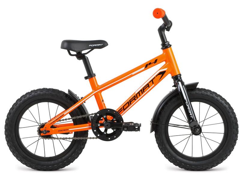 Kids Boy 14 (2017)Велосипед, предназначенный для детей в возрасте от двух до четырех лет, без переключения передач. Технические особенности: алюминиевая рама 6061, жесткая алюминиевая вилка, двойные алюминиевые обода, ножные педальные тормоза. Подходит для обучения и легких прогулок. Диаметр колес - 14 дюймов. Вес - 7,8 кг.<br><br>Рама: 14?, Kids, алюминиевый сплав 6061, евро каретка<br>Вилка: Жесткая вилка, алюминиевый сплав 6061<br>Тормоза: Ножные педальные<br>Передняя втулка: Format, 9x100 мм<br>Задняя втулка: Format, 10x110 мм<br>Система: Samox, 102 мм, алюминий, 28T<br>Каретка: Neco B910, картриджная<br>Кассета: 16T<br>Цепь: KMC Z410<br>Педали: Пластиковые Kid-series<br>Рулевая колонка: Neco, внешние чашки, резьбовая, 25.4x34x30<br>Вынос: Format Kids, угол: 30 градусов, диаметр: 25.4 мм, длина: 40 мм<br>Руль: Format Kids, ширина: 500 мм, подъём: 50 мм, диаметр: 25.4 мм<br>Подседельный штырь: Format Kids, диаметр: 27.2 мм, длина: 250 мм<br>Седло: Format Kids<br>Обода: Alloy, 16 спиц, Schrader, алюминиевые двустеночные<br>Покрышки: Kenda, 14x2.125?<br>Цвета выпускаемые: оранжевый<br>Размеры выпускаемые: Один размер