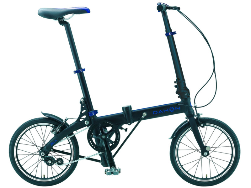 """JiFo Uno (2016)Велосипеды Складные<br>Складной прогулочный велосипед без переключения передач. Технические особенности: легкая алюминиевая рама, жесткая алюминиевая вилка, двойные алюминиевые обода, передний тормоз - ободной клещевой, задний - ободной V-brake, крылья, складные педали. Подходит для прогулочного катания в городских условиях. Диаметр колес - 16 дюймов. Вес - 9,1 кг.<br><br>Рама: Алюминий, технология вертикального складывания Jifold<br>Вилка: Алюминиевая с интегрированной короной<br>Тормоза: Ободной тормоз (V-brake, клещевые)<br>Передняя втулка: Dahon Custom Ultra Narrow<br>Задняя втулка: Dahon Custom Ultra Narrow<br>Система: Кованные, со звездой на 39 зубьев и защитой цепи<br>Каретка: Герметизированный подшипник<br>Кассета: 9 зубьев<br>Цепь: KMC RustBuster Z410<br>Педали: Dahon, складные, алюминиевое основание<br>Руль: Прямой руль из алюминия 6061, шириной 500 мм, с углом подъёма 6 градусов<br>Подседельный штырь: Dahon 6061 Алюминий 30 мм x 350 мм<br>Седло: Dahon Ergo Comfort<br>Обода: 16? из облегчённого алюминиевого сплава<br>Спицы: Нержавеющая сталь<br>Покрышки: Dahon Custom 16 x 1.2"""", 60 TPI<br>Цвета выпускаемые: черный, красный<br>Размеры выпускаемые: Один размер под рост 140-180 см и вес 105 кг"""