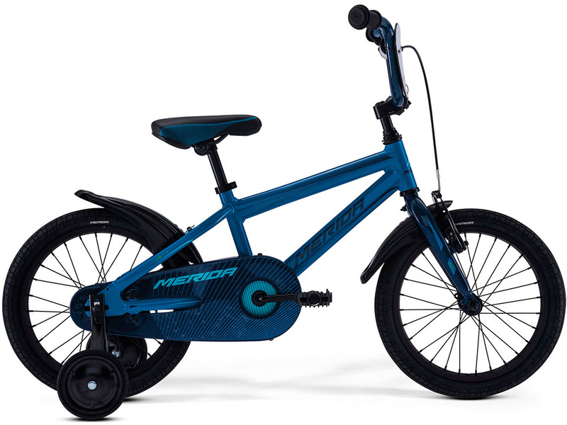 Fox J16 (2017)Велосипед, предназначенный для детей в возрасте от трех до шести лет, без переключения передач. Технические особенности: алюминиевая рама M16 Alloy-C, жесткая стальная вилка, одинарные алюминиевые обода, передний тормоз - ручной V-Brake, задний - ножной, полная защита цепи, пластиковые крылья, съемные боковые колеса, номерная табличка на руле, звонок. Подходит для обучения и легких прогулок. Диаметр колес - 16 дюймов.<br><br>Рама: M16 Alloy-C<br>Вилка: Rigid Steel<br>Тормоза: V-Brake / Ножной (Coaster in R.Hub.)<br>Передняя втулка: Steel NT<br>Задняя втулка: Steel Coaster<br>Система: Steel 32T<br>Каретка: attached<br>Кассета: 16T<br>Цепь: KMC C410<br>Педали: Kid PP<br>Рулевая колонка: General<br>Вынос: One piece<br>Руль: One piece<br>Подседельный штырь: attached<br>Седло: Fox kid 16<br>Обода: Alloy Black<br>Спицы: Steel BK<br>Покрышки: Merida Kid 16х1.75<br>Цвета выпускаемые: синий<br>Размеры выпускаемые: 9?