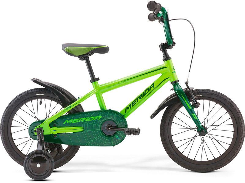 Spider J16 (2017)Велосипед, предназначенный для детей в возрасте от трех до шести лет, без переключения передач. Технические особенности: алюминиевая рама M16 Alloy-C, жесткая стальная вилка, одинарные алюминиевые обода, передний тормоз - ручной V-Brake, задний - ножной, полная защита цепи, пластиковые крылья, съемные боковые колеса, номерная табличка на руле, звонок. Подходит для обучения и легких прогулок. Диаметр колес - 16 дюймов.<br><br>Рама: M16 Alloy-C<br>Вилка: Rigid Steel<br>Тормоза: V-Brake / Ножной (Coaster in R.Hub.)<br>Передняя втулка: Steel NT<br>Задняя втулка: Steel Coaster<br>Система: Steel 32T<br>Каретка: attached<br>Кассета: 16T<br>Цепь: KMC C410<br>Педали: Kid PP<br>Рулевая колонка: General<br>Вынос: One piece<br>Руль: One piece<br>Подседельный штырь: attached<br>Седло: Spider kid 16<br>Обода: Alloy Black<br>Спицы: Steel BK<br>Покрышки: Merida Kid 16х1.75<br>Цвета выпускаемые: зеленый<br>Размеры выпускаемые: 9?