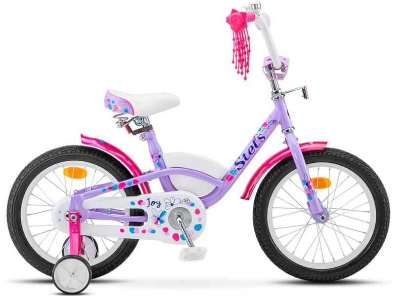 Joy 16 (2017)Велосипед, предназначенный для детей в возрасте от трех до шести лет, без переключения передач. Технические особенности: прочная стальная рама, жесткая вилка, одинарные стальные обода, ножные педальные тормоза, защита цепи, съемные боковые колеса, длинные крылья, багажник, мягкая накладка на руле, передняя корзина, звонок. Подходит для обучения и прогулочного катания в городских условиях. Диаметр колес - 16 дюймов. Вес - 11 кг.<br><br>Рама: Сталь Hi-Ten<br>Вилка: Жесткая, стальная<br>Тормоза: Задний ножной<br>Передняя втулка: Сталь<br>Задняя втулка: Сталь<br>Система: Сталь<br>Каретка: Сталь<br>Педали: Пластик<br>Рулевая колонка: Сталь<br>Вынос: Сталь<br>Руль: Сталь<br>Подседельный штырь: Сталь<br>Седло: Stels, детское<br>Обода: Стальные одностеночные<br>Покрышки: 16?<br>Цвета выпускаемые: светло-розовый, фиолетовый<br>Размеры выпускаемые: Один размер