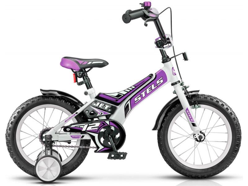 Jet 12 V021 (2017)Велосипед, предназначенный для детей в возрасте от полутора до трех лет, без переключения передач. Технические особенности: прочная стальная рама, жесткая вилка, одинарные стальные обода, передний тормоз - ручной клещевой, задний - ножной, защита цепи, съемные боковые колесики, крылья, мягкая накладка на руле, звонок. Подходит для обучения и легких прогулок. Диаметр колес - 12 дюймов. Вес - 9,1 кг.<br><br>Рама: Сталь Hi-Ten<br>Вилка: Жесткая, сталь<br>Тормоза: Передний: ручной клещевой, задний: ножной<br>Передняя втулка: Стальная<br>Задняя втулка: Стальная<br>Система: Сталь<br>Каретка: Стальная<br>Педали: Пластик<br>Рулевая колонка: Сталь<br>Вынос: Сталь<br>Руль: Стальной, с мягкой накладкой<br>Подседельный штырь: Стальной<br>Седло: Stels, детское<br>Обода: Одинарные, сталь<br>Покрышки: 12?<br>Цвета выпускаемые: белый/зеленый, белый/фиолетовый<br>Размеры выпускаемые: 8,5?