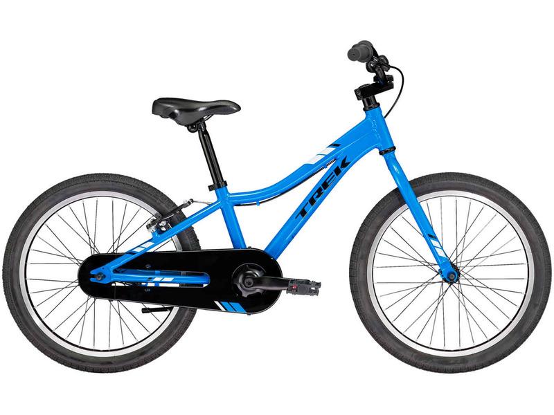 """PreCaliber 20 SS CST Boys (2018)Велосипед, предназначенный для детей в возрасте от пяти до девяти лет, без переключения передач. Технические особенности: алюминиевая рама Alpha Silver Aluminium, жесткая стальная вилка High-tensile steel, двойные алюминиевые обода, надежные ободные тормоза Alloy linear-pull (задний) и ножной тормоз, полная защита цепи, мягкая накладка на руле, подножка. Подходит для обучения и прогулочного катания в городских условиях. Диаметр колес - 20 дюймов. Вес - 11,02 кг.<br><br>Рама: 20"""" Dialed frame size, Alpha Silver Aluminium<br>Вилка: Dialed 20"""", high-tensile steel<br>Тормоза: Alloy linear-pull and coaster brake rear hub<br>Передняя втулка: Steel<br>Задняя втулка: Coaster brake<br>Система: Dialed adjustable length 120 - 140 mm, 32T<br>Каретка: Sealed cartridge<br>Кассета: 19T<br>Цепь: HV410<br>Педали: Dialed 9/16"""", platform<br>Рулевая колонка: Adjustable ball bearing, threadless<br>Вынос: Dialed, alloy<br>Руль: Dialed 20"""" size, 90 mm rise<br>Подседельный штырь: Steel, 27.2 mm<br>Седло: Dialed 20"""" size, padded<br>Обода: 20"""" 32-hole alloy<br>Покрышки: Bontrager Dialed 20x1.80""""<br>Цвета выпускаемые: синий, черный<br>Размеры выпускаемые: Один размер под рост 114-132 см и вес 36 кг"""